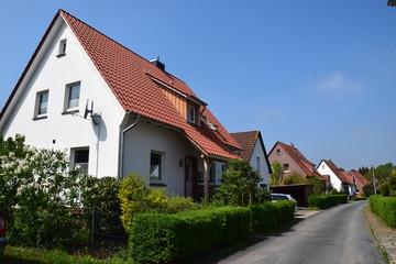Wohnstraße mit Siedlerhäusern der Nachkriegszeit in Stadthagen
