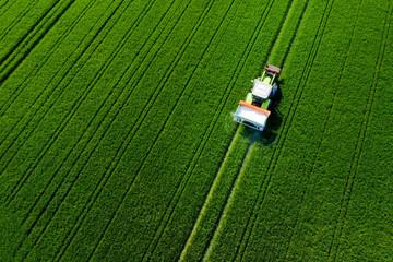 Printed roller blinds Green Traktor von oben auf dem feld, Luftaufnahme