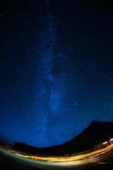 アイスランドの雪山と星空