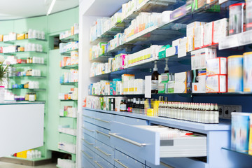 Image of medicines that lie in the cupboards on the shelves