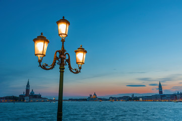 Fototapete - Classical street light in the lagoon of Venice, Italy