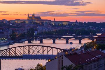Blick auf Prag/Tschechische Republik und die Moldau bei Sonnenuntergang