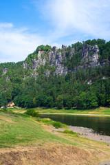 Das Basteigebirge und die Elbe in der sächsischen Schweiz