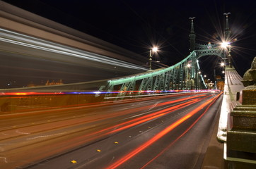 Fotobehang Nacht snelweg Széchenyi Chain Bridge in Budapest night traffic motion