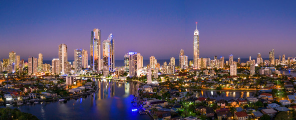 Papiers peints Cote Panoramic sunset view of Surfers Paradise on the Gold Coast looking from the west