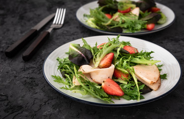 Salad with Strawberries and ham