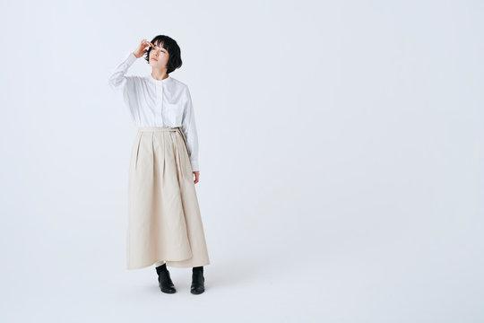 若い女性 ライフスタイル 白背景