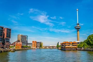Photo sur Aluminium Rotterdam Floating chinese restaurant in front of Euromast tower in Rotterdam, Netherlands