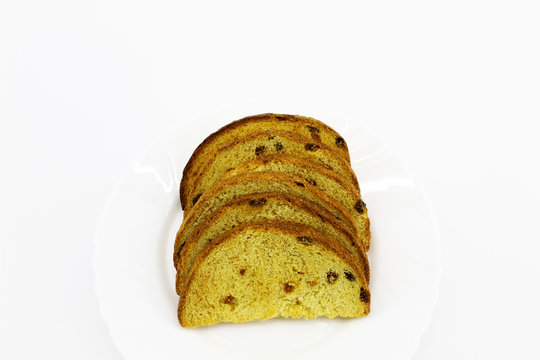 Dried white bread with raisins on a plate