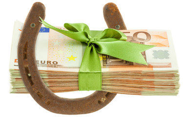 Liasse de billets sur fer à cheval
