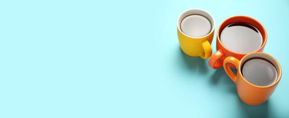 Black tea (coffee) in bright cups, office break, team building. Wall mural