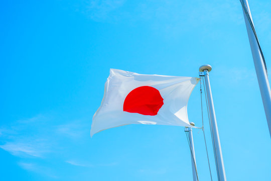 日本・国旗・青空