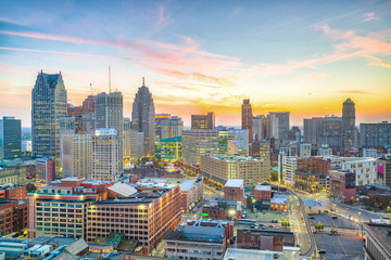 Fotomurales - Aerial view of downtown Detroit at sunset in Michigan