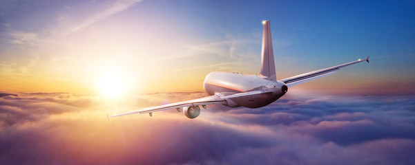 Poster Avion à Moteur Passengers commercial airplane flying above clouds
