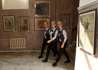 Triplet sisters prepare for examination performances at Krasnoyarsk choreographic college