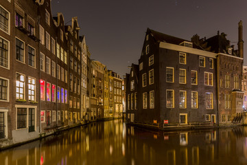 Homes along one of many canals  in the red light district of Amsterdam Fotomurales