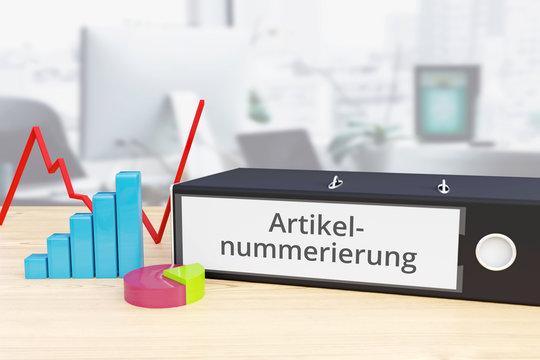 Artikelnummerierung – Finanzen/Wirtschaft. Ordner auf Schreibtisch mit Beschriftung neben Diagrammen. Business
