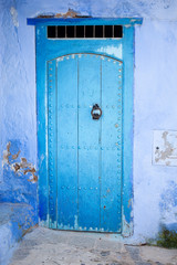 Puerta azul en Chauen, Marruecos