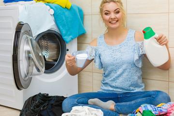 Girl doing laundry choose best detergent.