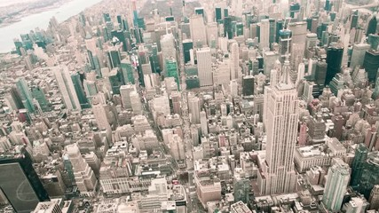 Fototapete - NEW YORK CITY - DECEMBER 3, 2018: Aerial view of Empire State Building from helicopter in slow motion. This is a major city icon