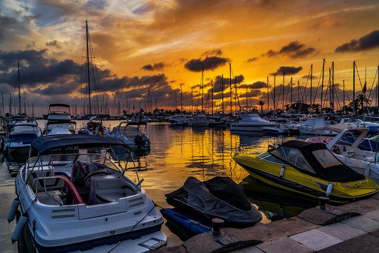 Puesta de sol en la marina de Mazarrón