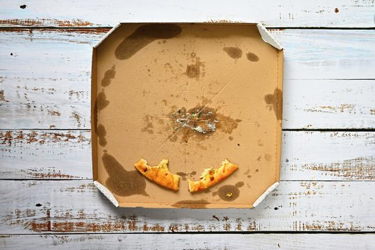 The last pieces of pizza in the box.