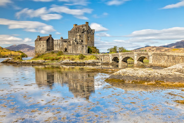 Eilean Donan Castle in Dornie in the Scottish Highlands, Scotland Fototapete