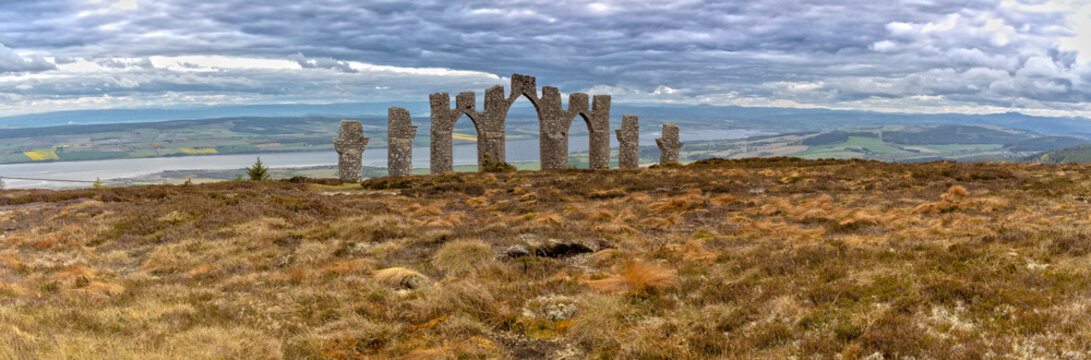 Panorama View over the Fyrish Monument