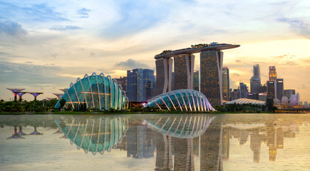 Photo sur Toile Singapoure Singapore skyline at sunset
