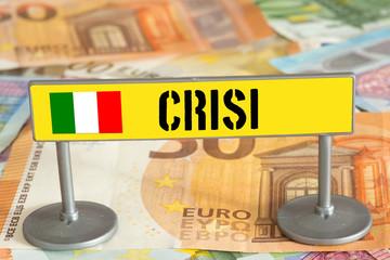 Euro Geldscheine und ein Schild mit dem Hinweis auf Krise in Italien