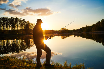 Papiers peints Peche sunset fishing. fisher with spinning rod