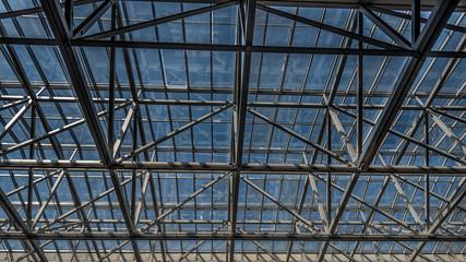 Deckenkonstruktion aus Stahl und Glas