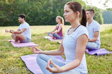 Frau macht Yoga Meditation