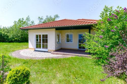 "garten bungalow moderner bungalow mit garten"" stock photo and royalty-free"