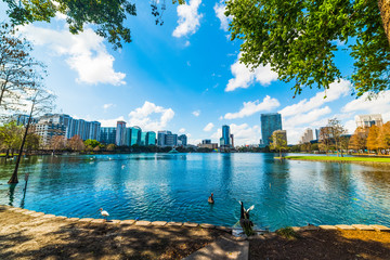 Lake Eola park in Orlando on a sunny day Fototapete