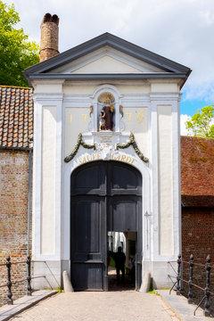 Entrance to Begijnhof (Beguinage), Order of Beguinageconvent, Bruges, Belgium, Europe