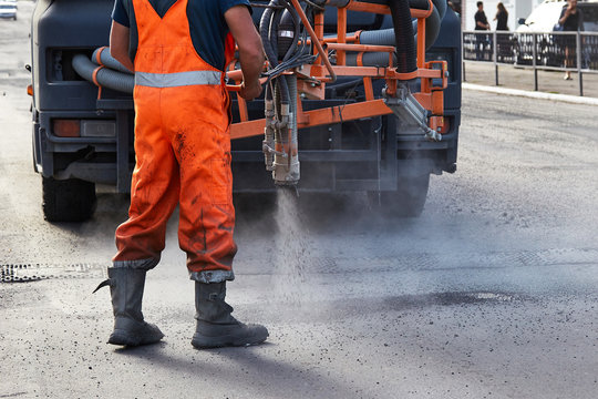 sealing of asphalt pits by blowing hot mixture