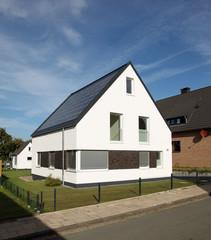 Einfamilienhaus modern Architektur Solaranlage Energie