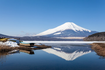 The water in Lake Yamanaka becomes ice during the winter and Mt.Fuji covered in snow