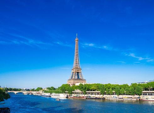 パリ エッフェル塔とセーヌ川
