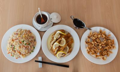 Combinado de tres platos de comida china