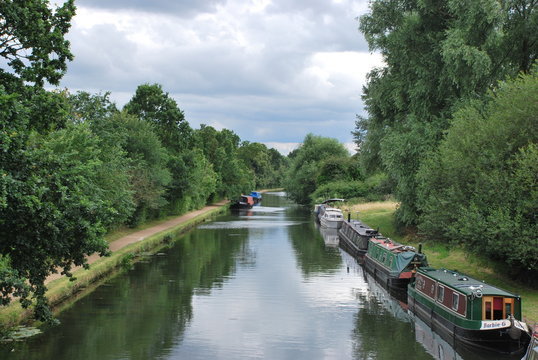 View of the Grand Union Canal near Northolt