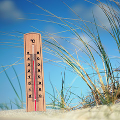 Thermometer in den Dünen - Hitzewelle