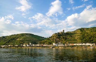 Blick über den Rhein auf die Stadt Kaub (Rheinland-Pfalz)