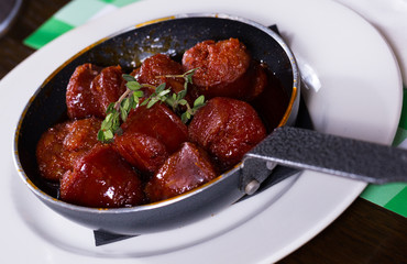 Photo of fried meat in sauce on pan