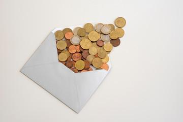 Das Geld, Cent und Euro im Kuvert