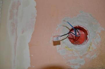 Remont instalacji elektrycznej, puszka i przewody