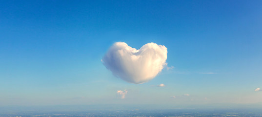 The cloud in heart shape on blue sky background, Valentines day or wedding background concept