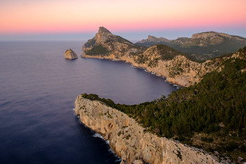 Landschaft und Steilküste auf der Halbinsel Formentor, Mallorca, Balearen, Spanien