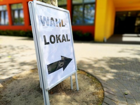 German sign for polling location to vote for elected government officials.